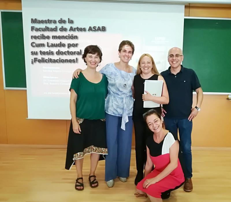 Maestra Sandra Ortega recibe mención Cum Laude